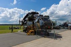 抬举费力的货运直升机西科斯基CH-53海公马 免版税库存图片