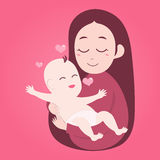 抱着逗人喜爱的婴孩的母亲 免版税库存照片