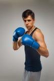 抵制 准备好年轻的拳击手战斗 免版税库存照片