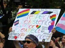 抵抗消息在资本骄傲游行的 库存照片