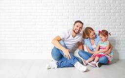 抵押住房问题的概念 家庭母亲父亲孩子 免版税库存图片