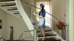 抹楼梯栏杆的佣人 股票录像