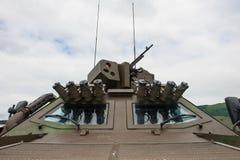 抽分心系统和机枪在武装的车 免版税库存图片