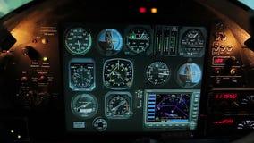 抽填装的驾驶舱,被激活的手动火警系统,飞机发动机失败 股票视频