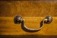 抽屉把柄-家具细节-木橡木 免版税库存图片
