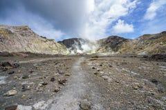 抽烟在白色海岛,新西兰13上的火山的火山口 库存照片