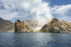 抽烟在白色海岛,新西兰13上的火山 库存图片