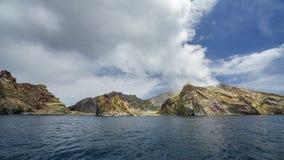 抽烟在白色海岛,新西兰16上的火山 免版税库存图片
