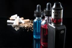 抽烟对vaping的交换电子香烟 图库摄影