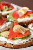 抽烟的开胃菜三文鱼 免版税库存图片