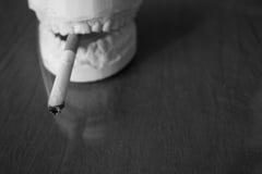 抽烟的杀害 库存图片