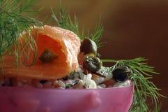 抽烟的沙拉三文鱼 库存图片