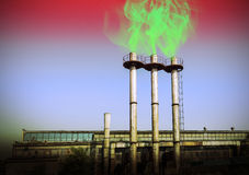 抽烟的烟囱,环境破坏含毒物概念 免版税图库摄影