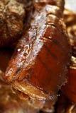 抽烟的肥胖自创用卤汁泡的肉猪肉 免版税图库摄影