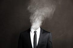抽烟的Businessmann 免版税图库摄影