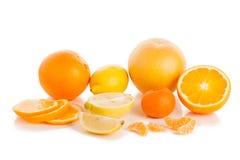 抽签在白色的成熟柑橘 免版税库存照片