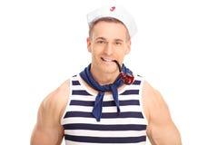 抽管子的快乐的年轻水手 免版税库存图片