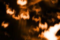 抽象万圣夜背景,火在黑暗的夜空击 免版税库存照片