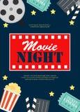 抽象与卷轴、老牌票、大玉米花和拍板标志象的电影之夜戏院平的背景 向量 库存例证
