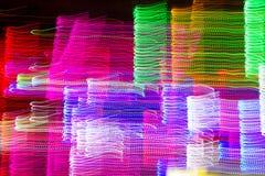 抽象五颜六色的发光的线 库存照片
