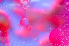 抽象五颜六色的肥皂背景水中油表面泡沫有泡影宏观射击特写镜头的 免版税图库摄影