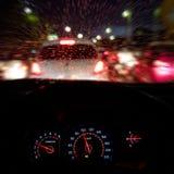 抽象交通事故在下雨天中 从汽车座位的看法 免版税图库摄影