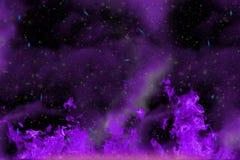 抽象动态幻想紫色火和烟五颜六色的背景与火花和发烟 免版税库存照片