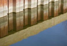 抽象反射在水中 免版税图库摄影