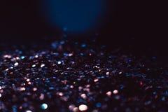 抽象发光的闪烁紫罗兰色假日背景 免版税库存图片