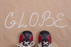 抽象地球词背景老纸,婴孩运动鞋 免版税库存照片