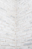 抽象垂直的白色背景 砖墙的角落 库存图片