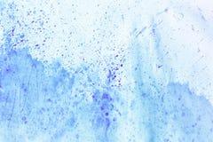抽象墨水油漆 在白色背景的墨水纹理 被生动描述的蓝色抽象水彩画背景 库存图片