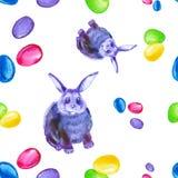 抽象多色和蓝色兔宝宝、桃红色弓和五颜六色的复活节彩蛋的无缝的样式 被隔绝的水彩例证  库存例证
