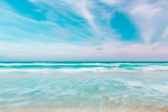 抽象天空和海洋自然背景与被弄脏的批评的mo 库存图片