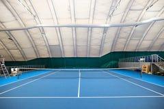 抽象室内网球场 免版税库存照片
