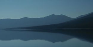 抽象山反映日落 库存图片