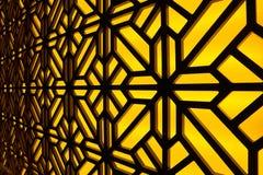 抽象彩色玻璃窗在温泉中心 蝴蝶下落花卉花重点模式黄色 库存照片