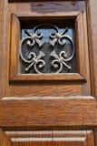 抽象房子门在意大利伦巴第专栏窗口里 库存图片