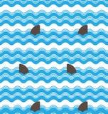 抽象无缝的波浪镶边与鲨鱼飞翅的样式,重复纹理瓦片传染媒介设计 库存图片