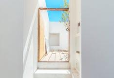 抽象明亮的空的露台建设中 免版税库存照片