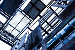 抽象木头和钢结构 免版税库存照片
