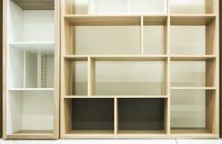 抽象正方形和长方形结构 各种各样招呼的对象的架子背景 内部装饰业 免版税图库摄影