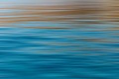 抽象波纹在有长的曝光作用的,天际海洋 免版税库存图片