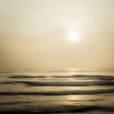 抽象海景有被弄脏的批评的行动背景 免版税库存照片