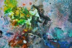 抽象混杂的紫色黄色蓝色颜色和颜色 抽象独特的湿油漆背景 绘画斑点 库存照片