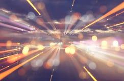 抽象火光透镜 空间或时间在暗色和明亮的光的旅行背景的概念图象 图库摄影