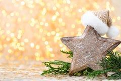 抽象空白背景圣诞节黑暗的装饰设计模式红色的星形 圣诞节星和圣诞老人帽子 问候汽车 免版税图库摄影