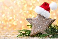 抽象空白背景圣诞节黑暗的装饰设计模式红色的星形 圣诞节星和圣诞老人帽子 问候汽车 库存照片