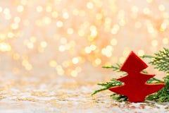 抽象空白背景圣诞节黑暗的装饰设计模式红色的星形 圣诞节星和圣诞老人帽子 问候汽车 免版税库存图片