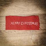 抽象空白背景圣诞节黑暗的装饰设计模式红色的星形 在木的题字圣诞快乐 免版税库存图片